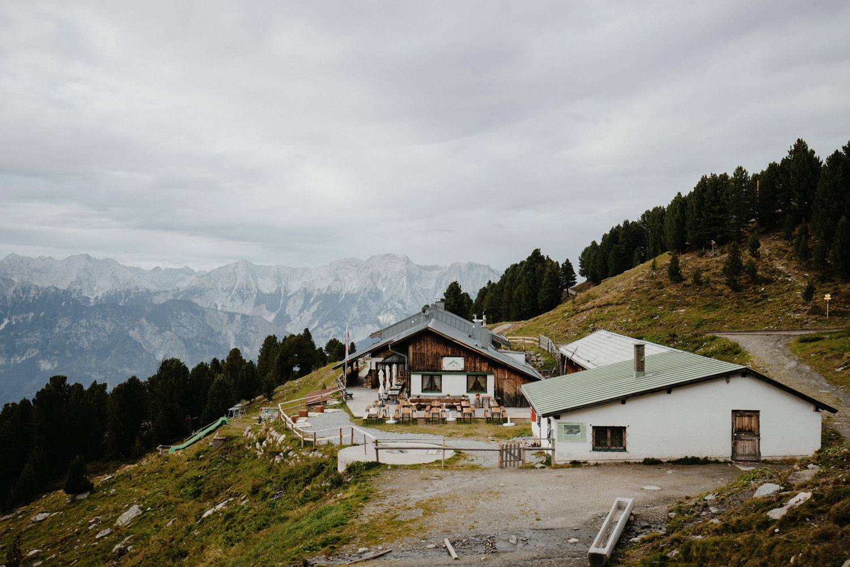 LR---Chemin-d'altitude-Inntaler-Höhenweg,-Alpage-de-Tulfeinalm-(c)Tirol-Werbung,-Charly-Schwarz