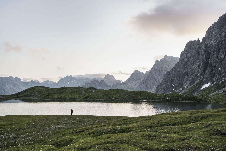 LR--Chemin-d'altitude-Lechtaler-Höhenweg,-Lac-de-Steinsee-(c)Tirol-Werbung,-Sebastian-Schels