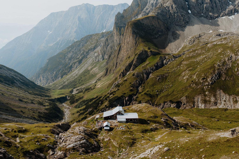 LR---Les-Alpes-de-Lechtal,-Refuge-de-Württembergerhaus-(c)Tirol-Werbung,-Charly-Schwarz